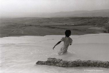 Ref AILLEURS 19 – Le rivage. Pamukkale, Turquie