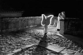 Ref ANGE 11 – Ange solitaire illuminé, cérémonie de Noël, village de Grignan, France