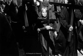Ref CHRISTUS 8 – Une jeune pénitente pendant la procession de Furnes, Belgique