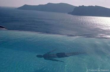 REF GRECE BLEUE 6 – Le nageur, île de Santorin