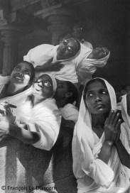 Ref Inde 1 – Femmes jain en prière. Sravana Belgola