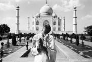 Ref Inde 19 – Homme en prière devant le Taj Mahal, Agra