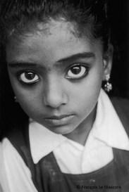 Ref Inde 2 – Petite fille aux grands yeux, Cochin, Kerala