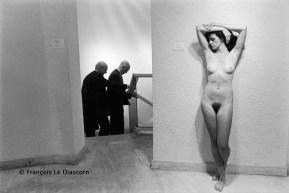 Ref Paris 2 – Sculpture de John de Andrea avec deux hommes. Galerie Isy Brachot