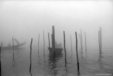 Ref VENISE 24 – Gondole dans la brume