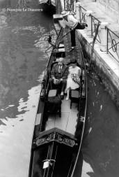 Ref VENISE 28 – Couple en gondole