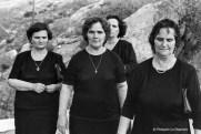 Ref Grèce 17 – Portrait de quatre femmes en noir, île d'Hydra