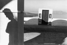 Ref Grèce 6 – Ombre d'un homme avec porte, île de Santorin