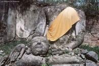 Ref BOUDDHA 15 – Bouddha tenant sa tete, Ayuthaya, Thaïlande