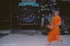 Ref BOUDDHA 20 – Moine avec sébile, Luang Prabang, Laos